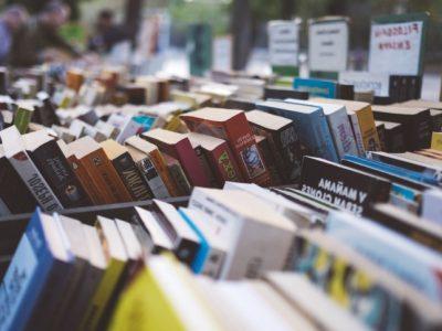 Día internacional del libro : mercadillo de libros y discos
